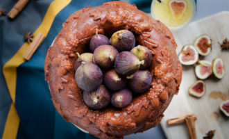 How to make an easy dump cake bundt cake